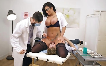 Huge-chested nurse face sitting patient before a horny plow