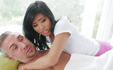 Chinese nubile entices a married cadger during rubdown
