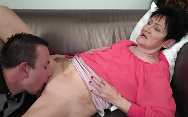 Granny feels young nephew's dick fortifying her in sufficient modes