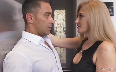 Dayana Ice Housewife Blond Quill Girl - HD