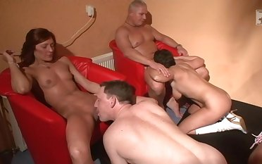 Ordinary amateur people enjoying some nice orgy and having tons of fun