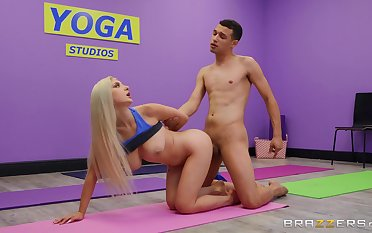 Chesty sinner Skylar Vox puts the moves on will not hear of yoga instructor