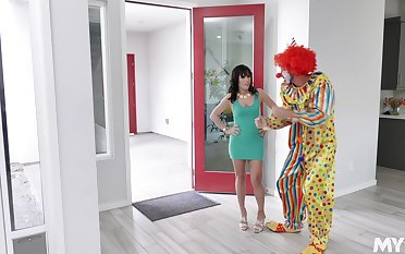 Sex bomb Alana Cruise evermore wanted to be fucked by a clown