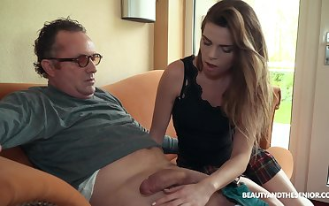 Sexy boss Sarah Smith fucks elder men unattended and she's ergo passionate