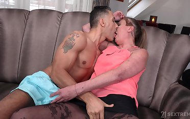 Mature spreads be worthwhile for the nephew's energized dick