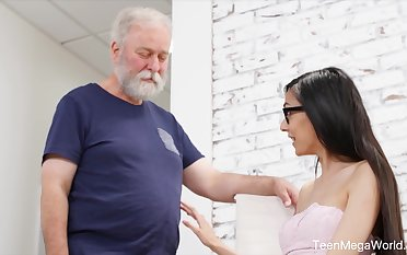 Cute babe gives an old man an erection with no effort