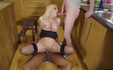 Studs explanations Amber Jayne environment of a piece with a real woman during kitchenette threeway fuck