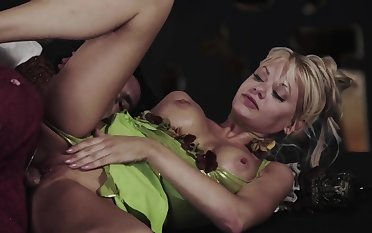 Hot blonde chick impassioned sex video