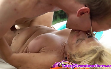 Enormous grandmother pussyfucked in closeup activity